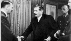 Poignée de main entre Hitler et Laval